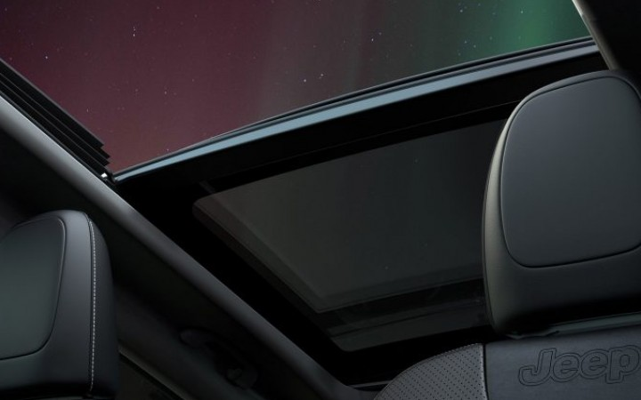 Available CommandView Dual-Pane Panoramic Sunroof